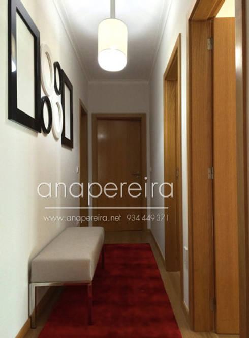 CASA DE FÉRIAS – VISEU: Corredor, hall e escadas  por Atelier Ana Pereira Arquitetura e Decoração de Interiores