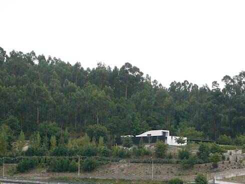 HABITAÇÃO DF: Casas modernas por ARTEQUITECTOS