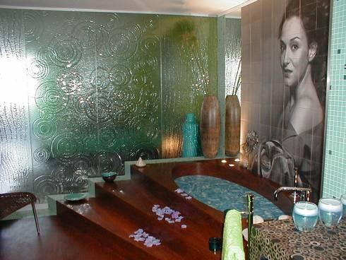 CASA DECOR 2004 -Estoril Sol: Casas de banho ecléticas por Atelier  Ana Leonor Rocha