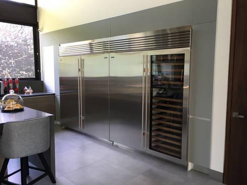 Equipos de refrigeración: Cocinas de estilo moderno por AParquitectos