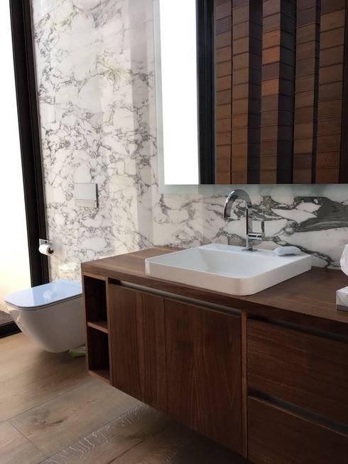 Baño 2: Baños de estilo  por AParquitectos