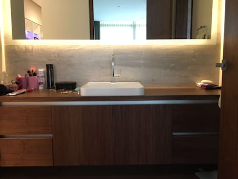 Baño: Baños de estilo  por AParquitectos
