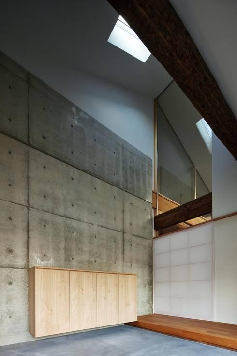 Corridor & hallway by 一級建築士事務所 こより