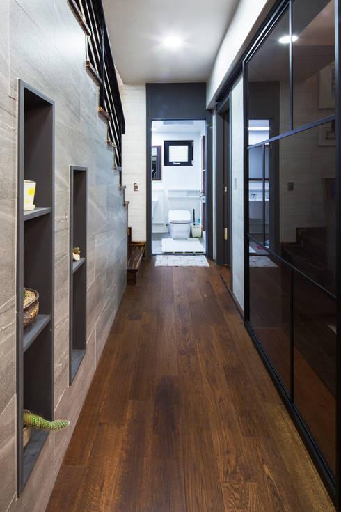 Corridor and hallway by 윤성하우징