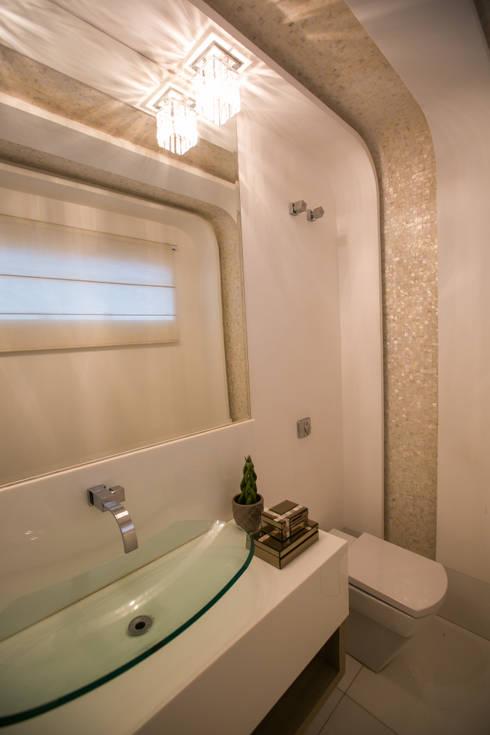 Baños de estilo  por KAMPAI ARQUITETURA