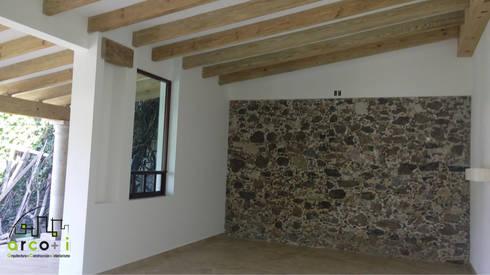 Casa de Descanso y Temazcal: Salas de estilo colonial por ARCO +I