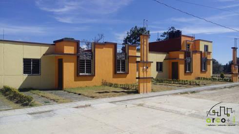 Fraccionamiento: Casas de estilo minimalista por ARCO +I