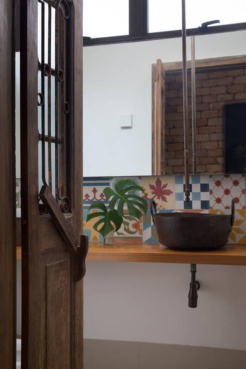 Baños de estilo  por Amanda Miranda Arquitetura
