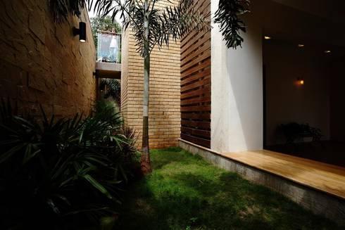 Basement - Landscape Court :   by DeFACTO Architects