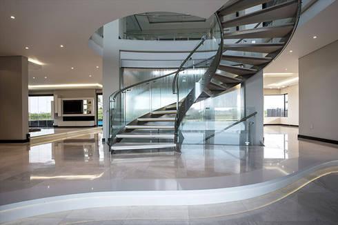 Residence Calaca:  Corridor & hallway by FRANCOIS MARAIS ARCHITECTS