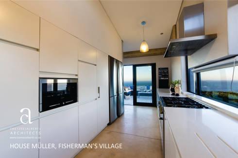 House Meuller: modern Kitchen by Coetzee Alberts Architects