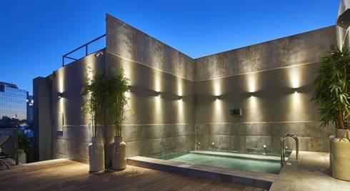 Terraço: Hotéis  por Amber Road - Design + Contract