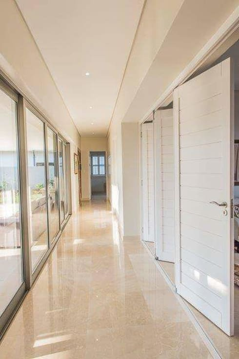 Simple yet beautiful home in Brettenwood:  Corridor & hallway by CA Architects