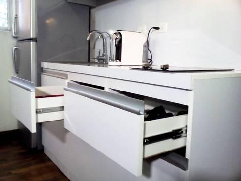 Cocina Minimalista Moderna: Cocinas de estilo minimalista por Grupo Creativo DF, C.A.