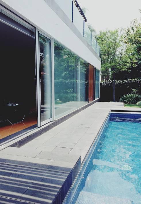 Fachada Principal: Casas de estilo moderno por HAC Arquitectura