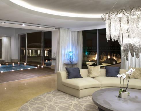 5 stars Hotel Master Suite with SERIP chandeliers: Hotéis  por Serip Organic Lighting