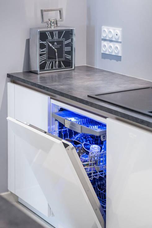 cuisine siematic design en laque blanche avec un lot central rennes par idkrea homify. Black Bedroom Furniture Sets. Home Design Ideas