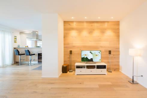 Wohnzimmer: skandinavische Wohnzimmer von Kathameno Interior Design e.U.
