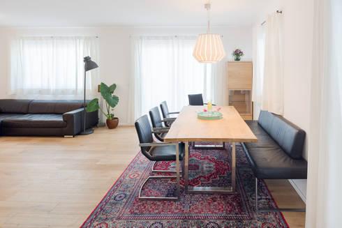 Haus Familie T . : skandinavische Esszimmer von Kathameno Interior Design e.U.