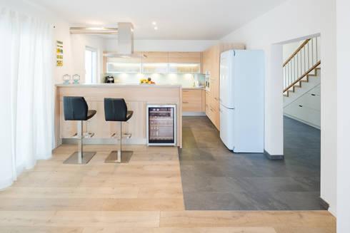 Küche: skandinavische Küche von Kathameno Interior Design e.U.