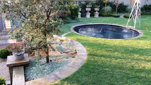Waterkloof: modern Pool by Gorgeous Gardens