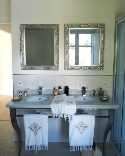 Baños de estilo  por Conely