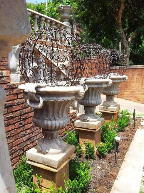 Casas de estilo  por Gorgeous Gardens