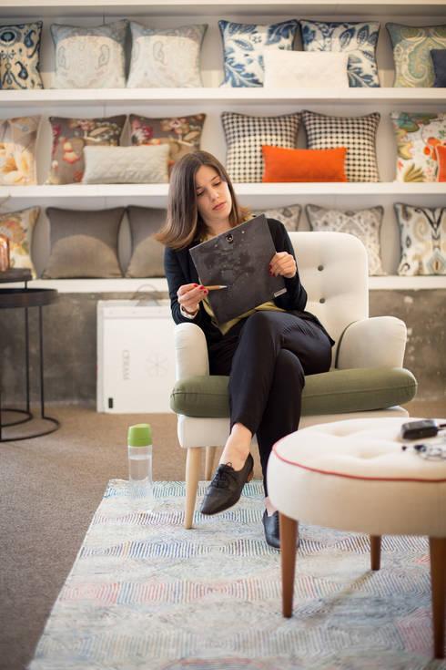 <q class='-first'>Making of</q> do vídeo para o novo site ShiStudio… : Casa  por SHI Studio, Sheila Moura Azevedo Interior Design