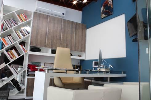 Escritorio: Oficinas de estilo moderno por Soluciones Técnicas y de Arquitectura