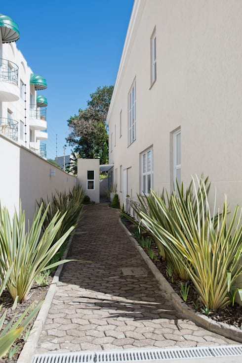 Casas modernas por Karin Brenner Arquitetura e Engenharia