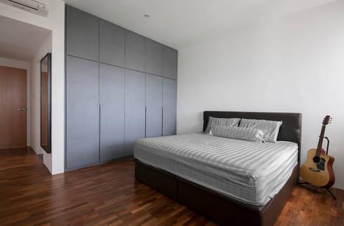 FERNWOOD TOWERS: scandinavian Bedroom by Eightytwo Pte Ltd
