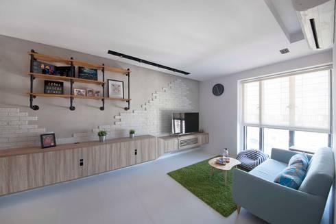 SKYTERRACE @ DAWSON: scandinavian Living room by Eightytwo Pte Ltd