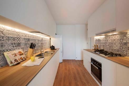 THE TESSARINA: minimalistic Kitchen by Eightytwo Pte Ltd