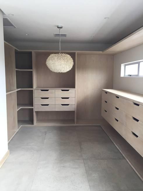 Simbithi Eco Estate: modern Dressing room by Margaret Berichon Design