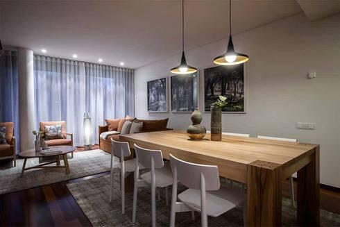 TROIA RESORT – ATLÂNTIC VILAS: Sala de jantar  por Tralhão Design Center