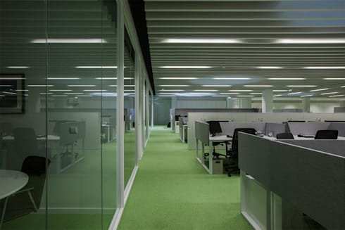 SONAE CAPITAL: Escritórios e Espaços de trabalho  por Tralhão Design Center