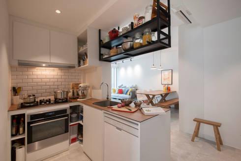 WATERCOLOURS: scandinavian Kitchen by Eightytwo Pte Ltd