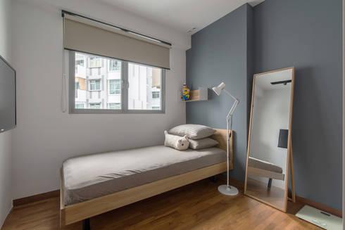 PARKLAND RESIDENCES: scandinavian Bedroom by Eightytwo Pte Ltd