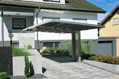 designcarport aus aluminium in vorgarten integriert von deutsche carportfabrik gmbh co kg. Black Bedroom Furniture Sets. Home Design Ideas