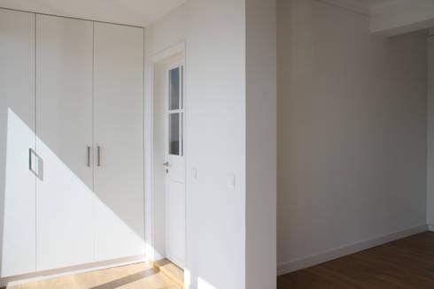 Apartamento em Lisboa – Amoreiras: Piscinas minimalistas por Archimais