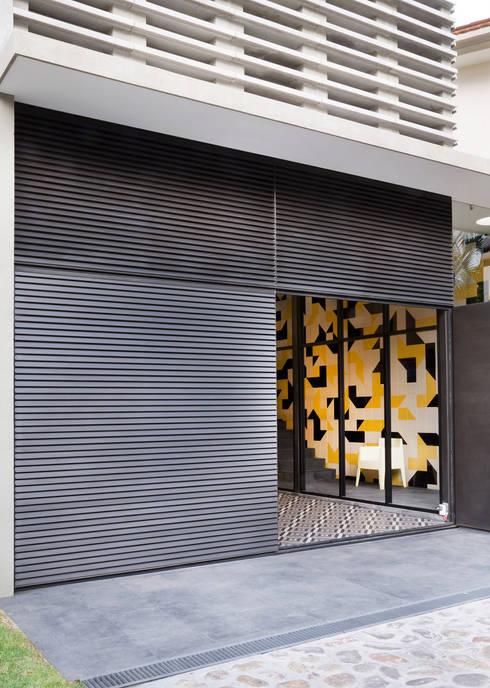 Casa Pilastra 180 - VMArquitectura: Casas de estilo moderno por VMArquitectura