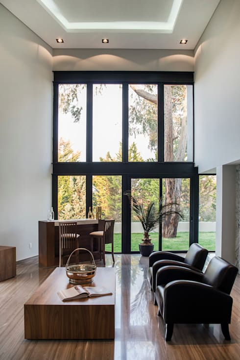 Jaral de Berrio: Salas de estilo moderno por Sobrado + Ugalde Arquitectos