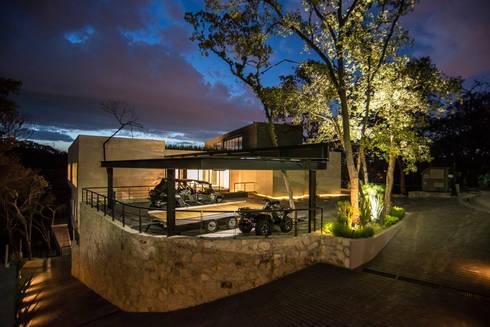 Real de Hacienda : Casas de estilo moderno por Sobrado + Ugalde Arquitectos