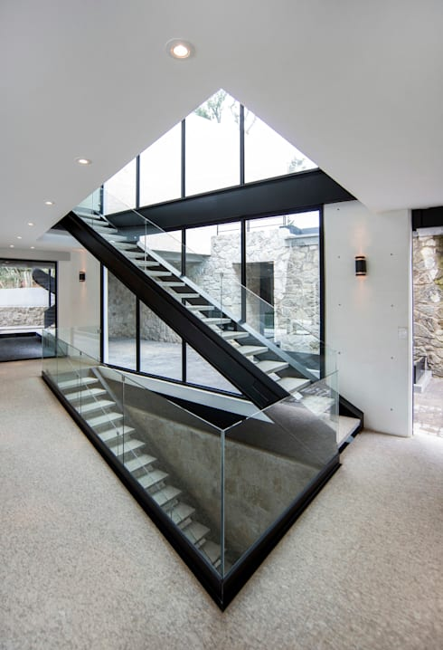 Real de Hacienda : Pasillos y recibidores de estilo  por Sobrado + Ugalde Arquitectos