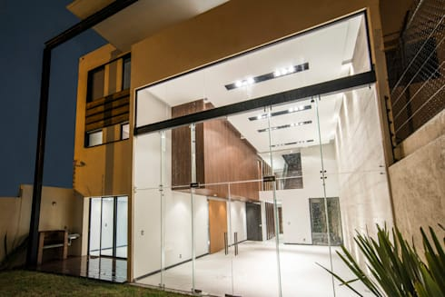 Satélite : Casas de estilo moderno por Sobrado + Ugalde Arquitectos