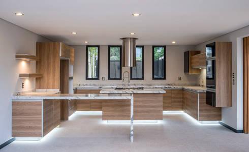 Satélite : Cocinas de estilo moderno por Sobrado + Ugalde Arquitectos