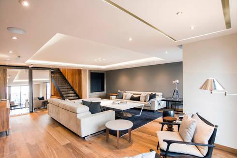 La Fontaine : Salas de estilo moderno por Sobrado + Ugalde Arquitectos