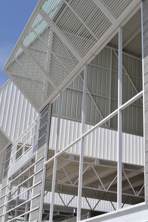 Geogrupo del Centro - VMArquitectura: Casas de estilo moderno por VMArquitectura