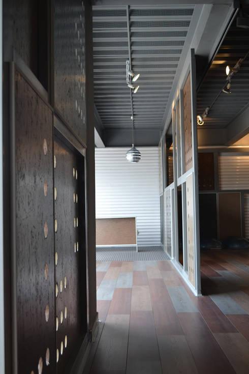 Gimnasio R2 - VMArquitectura: Garajes de estilo moderno por VMArquitectura