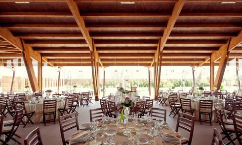 Sala de Refeições: Locais de eventos  por Amber Road - Design + Contract